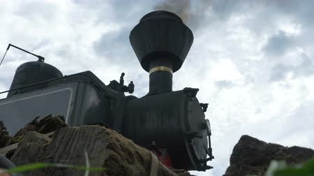 lokomotif : Low angle view of a steam locomotive.