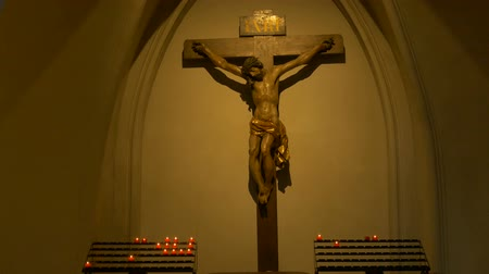 jézus : Jesus Christ wooden statue inside a dark gothic cathedral.
