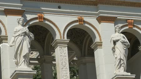 turkuaz : Mithological statues at the Budapest Renaissance Gardens. Stok Video