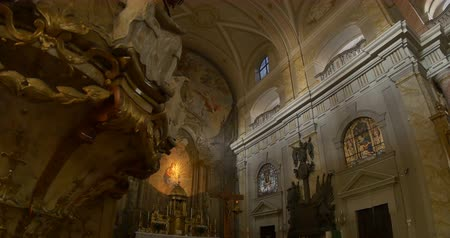 historical : View of the altar of a baroque catholic church. Stock Footage