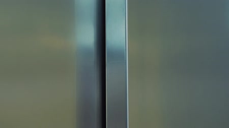 лифт : Exiting and entering the elevator