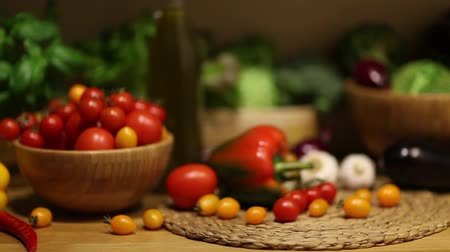 salata : Organic vegetables, healthy food concept, dolly shot.
