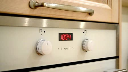 pontão : oven digital clock indicates the time