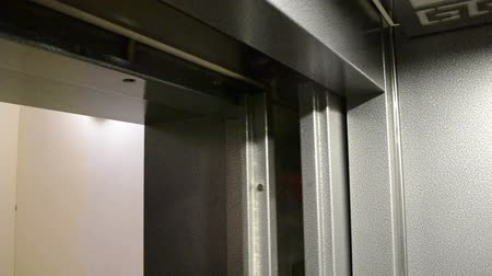 stainless steel elevator doors opening and  closing Dostupné videozáznamy