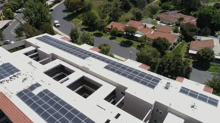 solar : Aerial descending over Laguna Hills retirement complex rooftop solar panels green energy Stock Footage