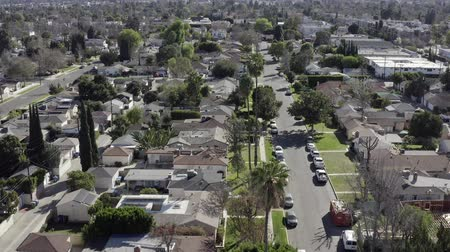 közvetlenül : Aerial rising of neighborhood houses, Van Nuys, Los Angeles