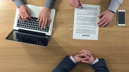 rozhovor : Confident candidate getting a job and shaking hands after a successful job interview hands top view unrecognizable people
