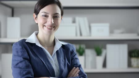confiança : Confident businesswoman posing with arms crossed and smiling at camera, womens entrepreneurship concept Vídeos