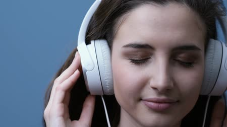 функция : Young happy woman listening to music on headphones