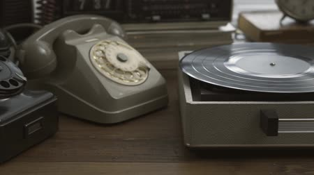 telefonkagyló : Vintage objects collection, record player, spinning top and hourglass, retro revival concept