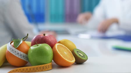 médicos : Patient meeting to professional nutritionist in her office, the doctor is giving her a prescription diet and medical advice Stock Footage