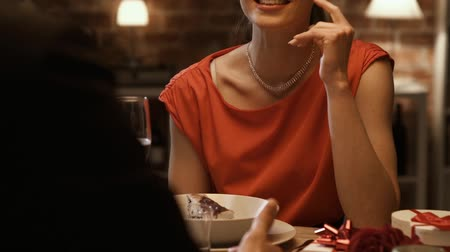 relação : Young happy couple having a date in elegant restaurant, the woman is smiling and laughing, relationships and lifestyle concept