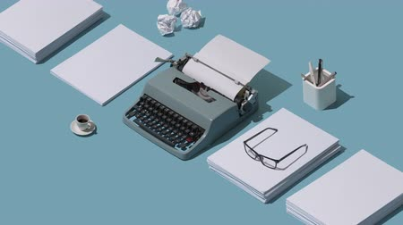 устаревший : Vintage typewriters header and piles of blank sheets, isometric objects, old-timey writer and blogger concept