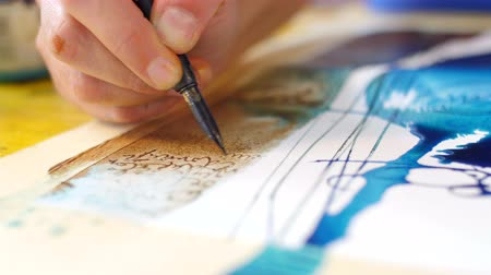 impressão tipográfica : Painter drawing calligraphy on water color amazing artwork hand closeup Stock Footage