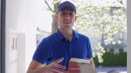 vágólapra : Delivery guy customer POV Stock mozgókép