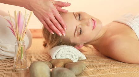 estância termal : Head Massage In Spa, female hands massaging the forehead and temples of a relaxed beauty.