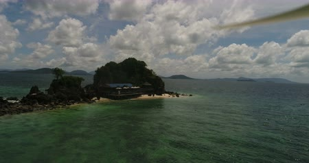 luxury yacht : Aerial view of tropical island Koh Khai Nai and sea Stock Footage