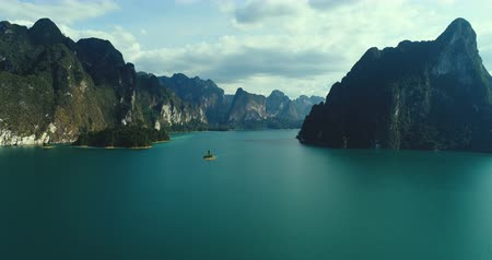surat : Aerial drone view of beautiful mountains and lake in Khao Sok National Park, Surat Thani, Thailand
