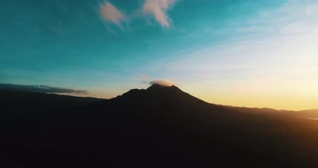 zumbido : Aerial drone view of Batur volcano during beautiful sunrise in Bali, Indonesia