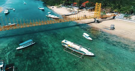 zumbido : Aerial drone view of Yellow Bridge connecting Nusa Lembongan with Ceningan in Bali, Indonesia