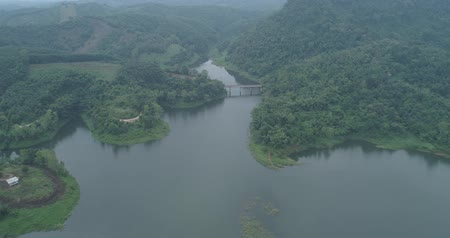 zumbido : Aerial drone view of Chiang Rai beautiful mountains and river with dam landscape during foggy morning, Thailand