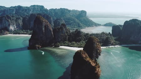 石灰岩 : Beautiful aerial drone footage flying over limestone cliffs near Railay Beach in Thailand 動画素材