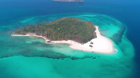 石灰岩 : Aerial drone view of beautiful tropical Bamboo Island white beach with boats in Thailand