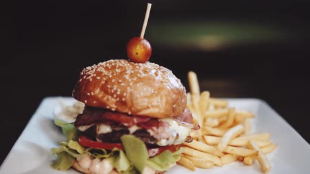 рекламный : Burger with french fries and coleslaw on the white plate - video in slow motion Стоковые видеозаписи