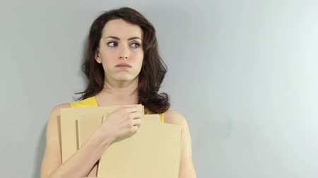 unott : Young woman holding folders waiting for someone