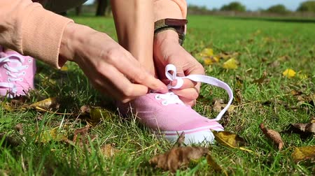 buty sportowe : Cropped view of a woman tying her shoelaces before going on a run