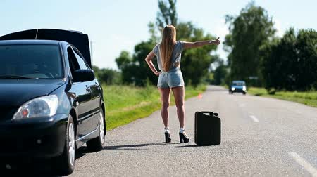 sorunlar : Beautiful girl hitchhiking on rural road back view
