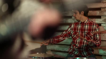 bateria : Band rehearsing in the garage Stock Footage