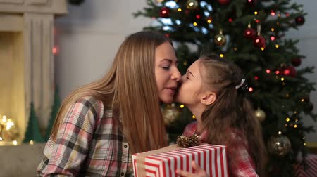 мама : Lovely daughter giving Christmas present to mother
