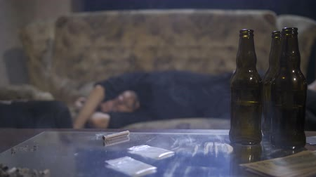 geçti : Male addict passed out on sofa after overdose