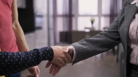 em forma de : Close-up shaking hands with real-estate agent Stock Footage