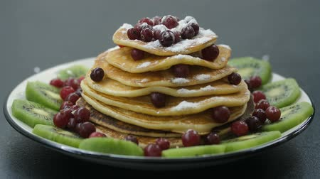 powdered : Decorating pancakes with berry and powdered sugar Stock Footage