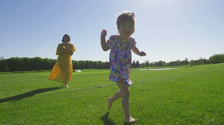 восхищенный : Adorable special needs girl running on green grass