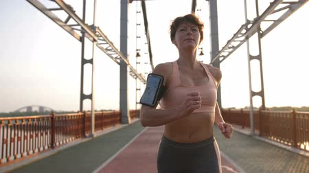 mosty : Portrait of senior female in sport top running Wideo