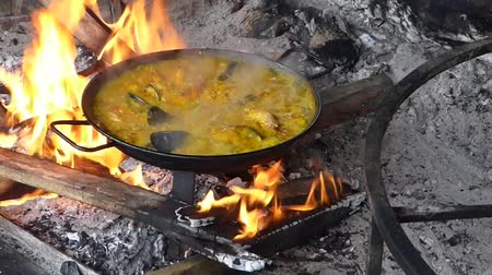 šafrán : Original spanish valencia paella with seafood cooking on wooden fire