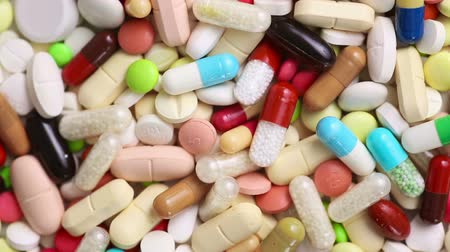 pílulas : Many colorful pills and medication turning slowly