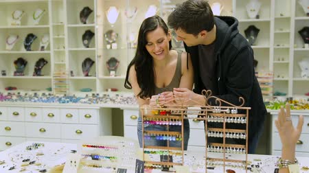 lojas : Happy couple shopping together in a jewelry store (Full HD)