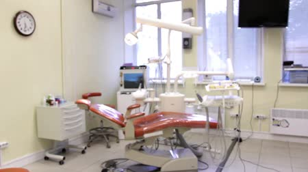 dişçi : Dentist office interior Stok Video