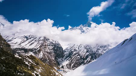 wspinaczka : 4k Timelapse view of Machapuchare (Fish Tail) mountain in Annapurna region of Himalayas. Wideo
