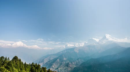 kopec : 4k Timelapse view of Annapurna and Dhaulagiri mountains range from Poon hill, Nepal. Poon hill is a part of Annapurna Sanctuary trek, one of the most popular adventure circuit trek in the world. Dostupné videozáznamy
