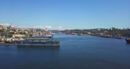dia : VLADIVOSTOK, RUSSIA - SEPTEMBER 3, 2017: Aerial view of the Golden Horn bay and JSC Dalzavod Ship Repair Center. View of the city. Sunny day Stock Footage
