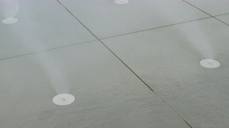 Бордо : Close up fog spraying from the slabs on the central area in Bordeaux Стоковые видеозаписи