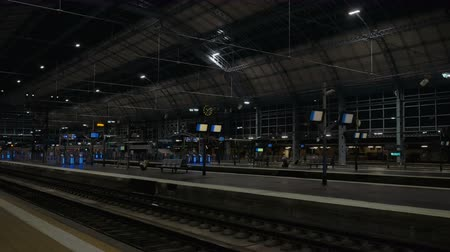 Бордо : Empty railway station in Bordeaux at night wide shot
