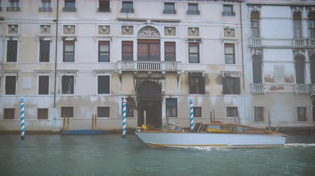 the boat floats through the Grand Canal in Venice Stock mozgókép