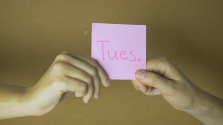 szervez : Days of week in motion. Hands passing each other sticky notes with letters funny animation
