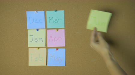 rajzszeg : Calendar. Hands pining sticky notes on pin board funny animation